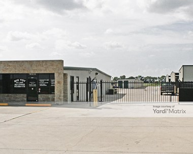 Storage Units for Rent available at 1832 FM 66, Waxahachie, TX 75167 Photo Gallery 1