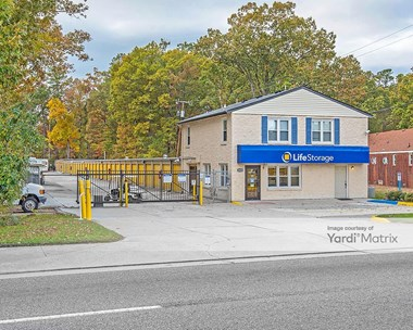 Storage Units for Rent available at 10429 Jefferson Avenue, Newport News, VA 23605 Photo Gallery 1