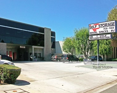 Storage Units for Rent available at 18716 Oxnard Street, Tarzana, CA 91356 Photo Gallery 1