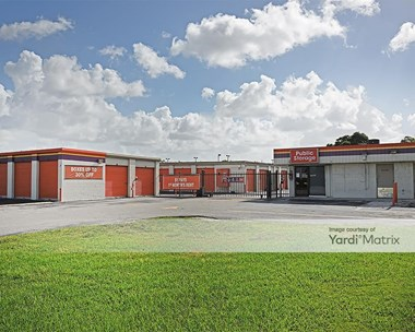 Storage Units for Rent available at 3700 NW 29Th Avenue, Miami, FL 33142 Photo Gallery 1