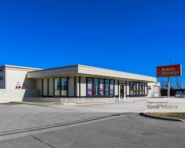 Storage Units for Rent available at 3320 West Lake Avenue, Glenview, IL 60026 Photo Gallery 1
