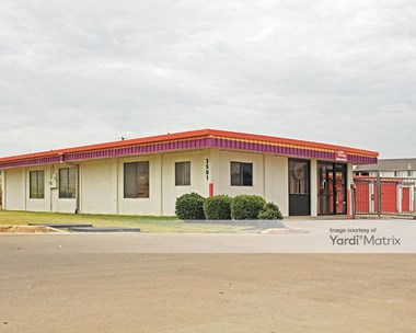 Storage Units for Rent available at 3501 Country Club Road North, Irving, TX 75062 Photo Gallery 1