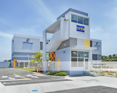 Storage Units for Rent available at 2641 NE 186th Terrace, Miami, FL 33180 Photo Gallery 1