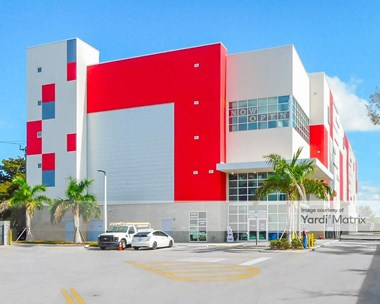 Storage Units for Rent available at 15555 West Dixie Hwy, North Miami Beach, FL 33162 Photo Gallery 1