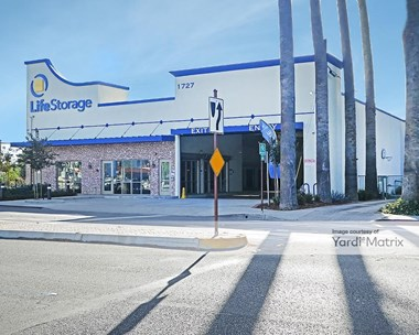 Storage Units for Rent available at 1727 Buena Vista Street, Duarte, CA 91010 Photo Gallery 1