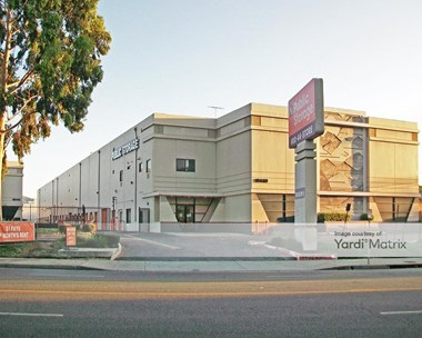 Storage Units for Rent available at 18440 Burbank Blvd, Tarzana, CA 91356 Photo Gallery 1