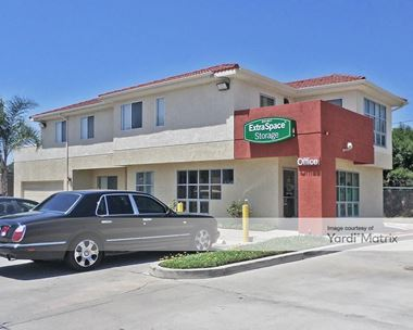 Storage Units for Rent available at 15101 Raymer Street, Van Nuys, CA 91405 Photo Gallery 1
