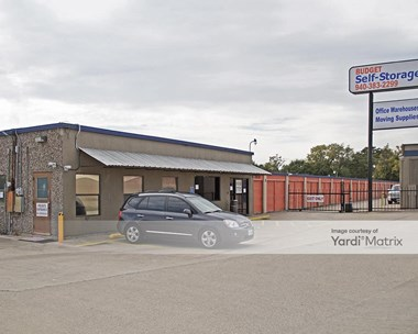 Storage Units for Rent available at 2820 Virginia Circle, Denton, TX 76209 Photo Gallery 1