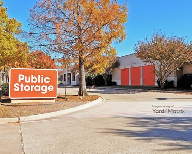 Storage Units for Rent available at 502 East Lamar Blvd, Arlington, TX 76011 Photo Gallery 1