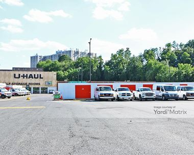 Storage Units for Rent available at 2421 Chillum Road, Hyattsville, MD 20782 Photo Gallery 1