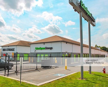 Storage Units for Rent available at 14518 Lee Road, Chantilly, VA 20151 Photo Gallery 1