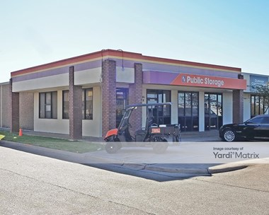 Storage Units for Rent available at 3008 West Division Street, Arlington, TX 76012 Photo Gallery 1
