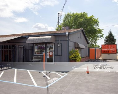 Storage Units for Rent available at 2718 Q Street, North Highlands, CA 95660 Photo Gallery 1