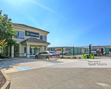 Storage Units for Rent available at 8960 Calvine Road, Elk Grove, CA 95829 Photo Gallery 1