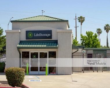 Storage Units for Rent available at 1300 El Camino Avenue, Sacramento, CA 95815 Photo Gallery 1