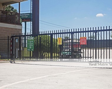 Storage Units for Rent available at 2255 North Highway 360, Grand Prairie, TX 75050 Photo Gallery 1