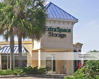 Storage Units for Rent available at 2504 FL-60, Valrico, FL 33594 Photo Gallery 1