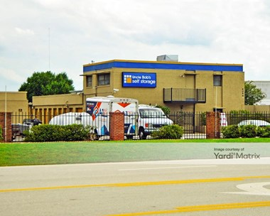 Storage Units for Rent available at 4066 Silver Star Road, Orlando, FL 32808 Photo Gallery 1