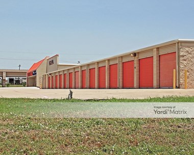 Storage Units for Rent available at 108 South Beltline Road, Irving, TX 75060 Photo Gallery 1