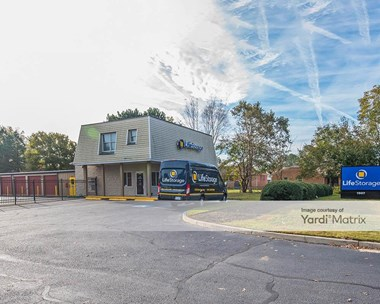 Storage Units for Rent available at 1907 Campostella Road, Chesapeake, VA 23324 Photo Gallery 1