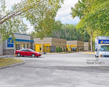 Storage Units for Rent available at 517 Volvo Pkwy, Chesapeake, VA 23320 Photo Gallery 1
