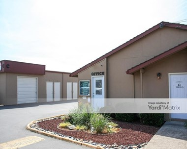 Storage Units for Rent available at 8900 SW Burnham Street, Tigard, OR 97223 Photo Gallery 1