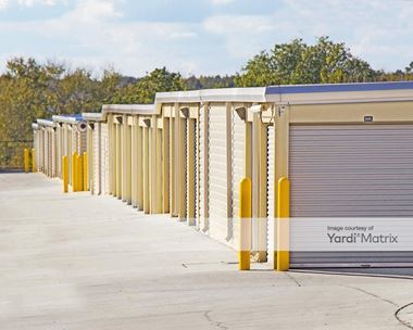 Storage Units for Rent available at 1650 Avalon Road, Winter Garden, FL 34787 Photo Gallery 1