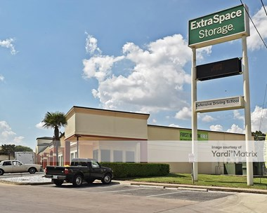 Storage Units for Rent available at 8378 Culebra Road, San Antonio, TX 78251 Photo Gallery 1