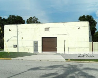 Storage Units for Rent available at 550 North New Hampshire Avenue, Tavares, FL 32778 Photo Gallery 1