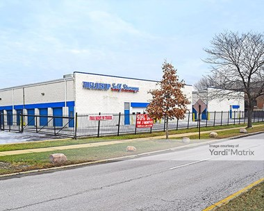 Storage Units for Rent available at 3850 West Devon Avenue, Lincolnwood, IL 60712 Photo Gallery 1