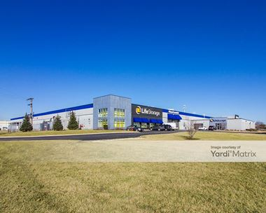 Storage Units for Rent available at 7700 West 79th Street, Bridgeview, IL 60455 Photo Gallery 1