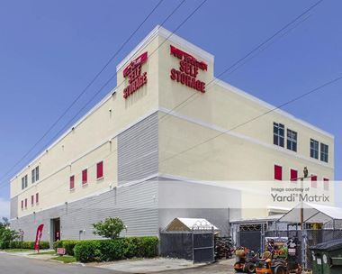 Storage Units for Rent available at 5061 NE 13th Avenue, Oakland Park, FL 33334 Photo Gallery 1