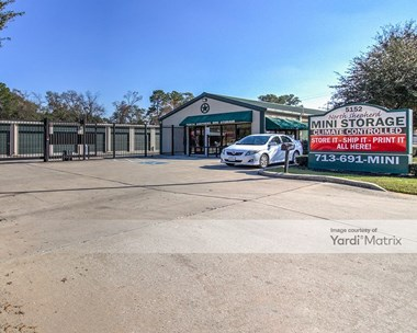 Storage Units for Rent available at 5152 North Shepherd Drive, Houston, TX 77018 Photo Gallery 1
