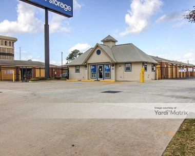 Storage Units for Rent available at 10114 Katy Fwy, Houston, TX 77043 Photo Gallery 1