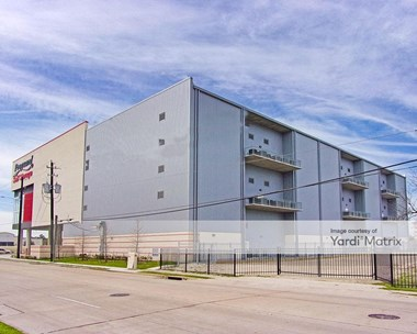 Storage Units for Rent available at 10200 Katy Fwy, Houston, TX 77043 Photo Gallery 1