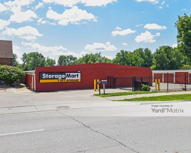 Storage Units for Rent available at 6600 Hickman Road, Windsor Heights, IA 50324 Photo Gallery 1