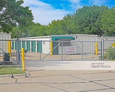 Storage Units for Rent available at 10135 Hickman Court, Clive, IA 50325 Photo Gallery 1