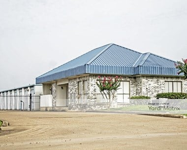 Storage Units for Rent available at 212 Abner Jackson Pkwy, Lake Jackson, TX 77566 Photo Gallery 1