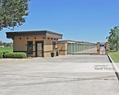Storage Units for Rent available at 4547 Main Street, Pearland, TX 77581 Photo Gallery 1