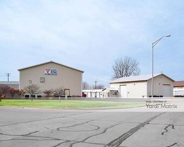 Storage Units for Rent available at 2111 Oakland Avenue, Crest Hill, IL 60403 Photo Gallery 1