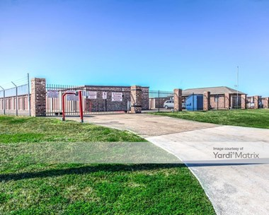 Storage Units for Rent available at 1501 31St Street, Texas City, TX 77590 Photo Gallery 1