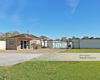 Storage Units for Rent available at 2601 Fairway Drive, Alvin, TX 77511 Photo Gallery 1