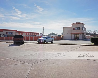 Storage Units for Rent available at 7430 Spencer Hwy, Pasadena, TX 77505 Photo Gallery 1
