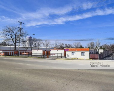 Storage Units for Rent available at 330 West North Avenue, Lombard, IL 60148 Photo Gallery 1