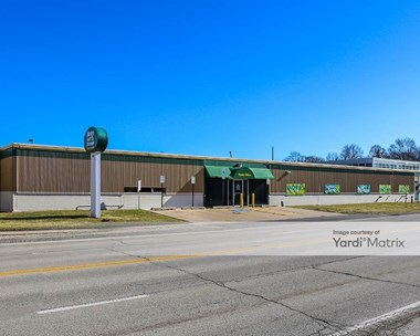 Storage Units for Rent available at 1800 Busse Hwy, Des Plaines, IL 60016 Photo Gallery 1