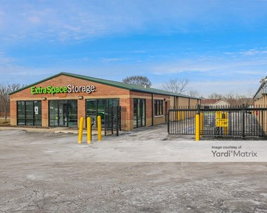 Storage Units for Rent available at 1298 Long Lake Drive, Round Lake Beach, IL 60073 Photo Gallery 1