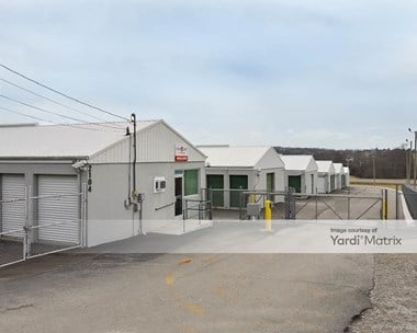 Storage Units for Rent available at 2104 Old Greenbrier Pike, Greenbrier, TN 37073 Photo Gallery 1