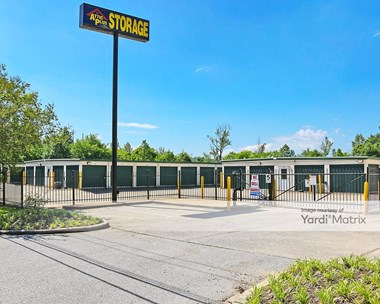 Storage Units for Rent available at 4748 Cahaba River Road, Birmingham, AL 35243 Photo Gallery 1