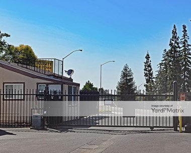 Storage Units for Rent available at 2633 West Shaw Avenue, Fresno, CA 93711 Photo Gallery 1