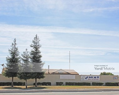 Storage Units for Rent available at 3863 South Chester, Bakersfield, CA 93304 Photo Gallery 1